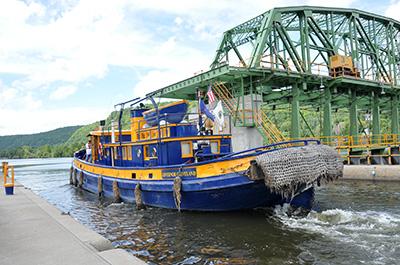 Lock13_Tug-Dam.jpg