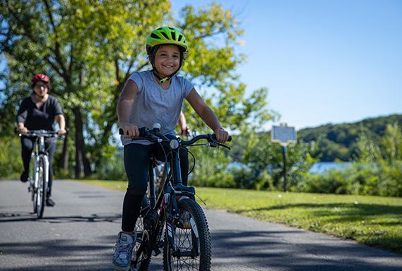 Albany_Cycling_Girl_569x384.jpg