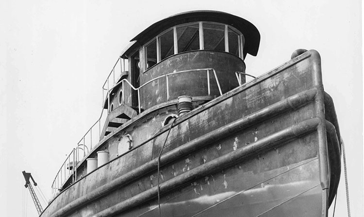 97.13.70 Matton Hull 328 bow(OMalley)_NYSM.750.jpg