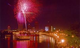 Rochester_Fireworks_IraSrole2006.jpg
